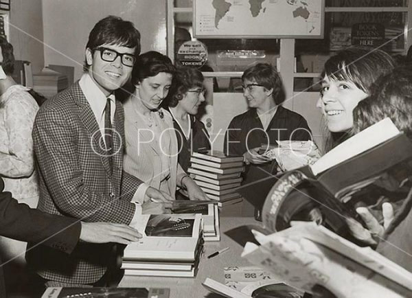 Cliff Richard under boksignering i London 1967