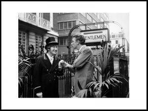 Lennon utenfor Sohos Gentlemen, 1966