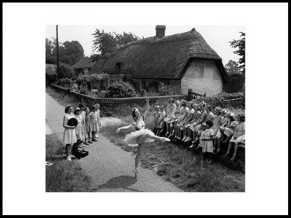 Dans for barna i Little Hadham, 1952